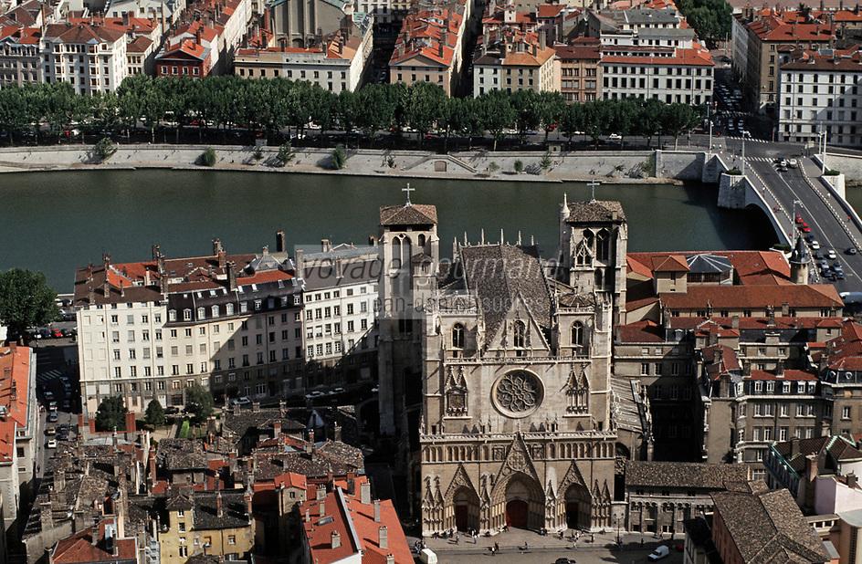 Europe/France/Rhône-Alpes/69/Rhône/Lyon: L'église primatiale Saint-Jean (gothique) et les quais de Saône vus depuis le clocher de la basilique Notre-Dame-de-Fourvière (1896 Gothico-byzantine)