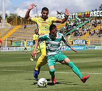 BOGOTÁ - COLOMBIA, 26-01-2019:Walmer Pacheco (Der.) jugador de La Equidad  disputa el balón con Michael Lopez (Izq.) jugador del  Atlético Huila durante partido por la fecha 1 de la Liga Águila I 2019 jugado en el estadio Metropolitano de Techo de la ciudad de Bogotá. / Walmer Pacheco (R) player of La Equidad fights the ball  against of Michael Lopez (L) player of Atletico Huila during the match for the date 1 of the Liga Aguila I 2019 played at the Metroplitano de Techo  stadium in Bogota city. Photo: VizzorImage / Felipe Caicedo / Staff.