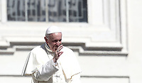 Papa Francesco saluta i fedeli al termine dell'udienza generale del mercoledi' in Piazza San Pietro, Citta' del Vaticano, 12 settembre 2018.<br /> Pope Francis waves to faithful at the end of his weekly general audience in St. Peter's Square at the Vatican, on September 12, 2018.<br /> UPDATE IMAGES PRESS/Isabella Bonotto<br /> <br /> STRICTLY ONLY FOR EDITORIAL USE