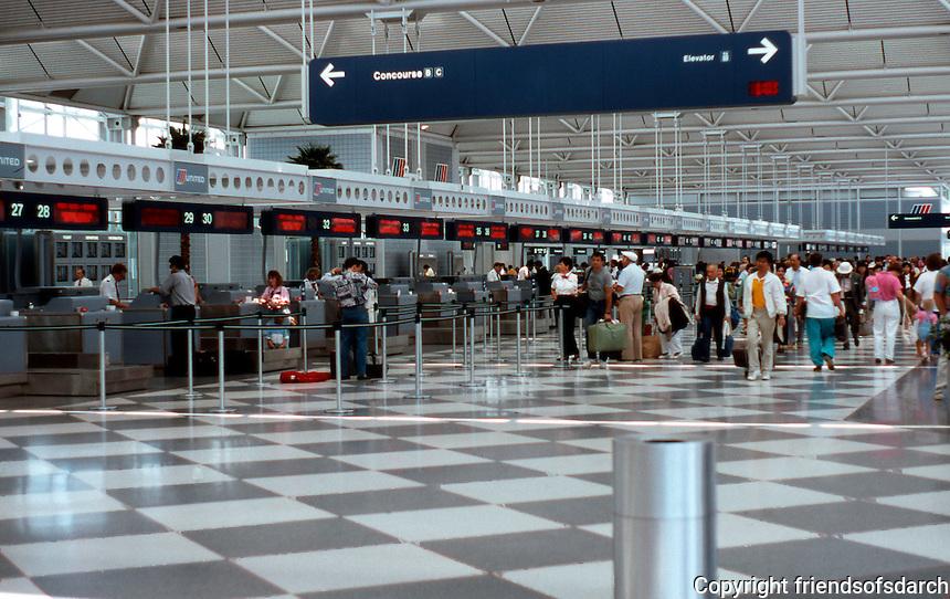 Helmut Jahn: United Terminal. Chicago/O'Hare.  Photo '88.