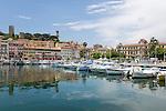 France, Provence-Alpes-Côte d'Azur, Cannes: the old port - le Vieux Port - below the citadel | Frankreich, Provence-Alpes-Côte d'Azur, Cannes: der alte Hafen - le Vieux Port - unterhalb der Zitadelle