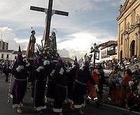 TUNJA -COLOMBIA. 18-04-2014. La procesión del Santo Sepulcro forma parte de las actividades de la Semana Santa y se lleva a cabo por las principales calles de Tunja, Colombia, hoy 18 de abril de 2014./ Procession of the Holy Sepulchre takes place on the streets of Tunja, Colombia, today April 18 of 2014, along the main streets of Tunja and is one of the  events of the Easter Week. Photo:  VizzorImage/ José Miguel Palencia / Str