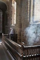 Europe/France/Normandie/Basse-Normandie/50/Manche: Baie du Mont Saint-Michel, classée Patrimoine Mondial de l'UNESCO, Le Mont Saint-Michel: Nef de l'église abbatiale gothique, messe célébrée par la communauté des Fraternités Monastiques// Europe/France/Normandie/Basse-Normndie/50/Manche: Bay of Mont Saint Michel, listed as World Heritage by UNESCO,  The Mont Saint-Michel: Nave of the abbey Church, office celebrate by Monastic Fraternities of Jerusalem
