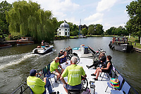 Nederland - Stichtse Vecht- 2020. De Fietsboot voor fietsers en wandelaars op de Vecht. Vrijwilligers varen toeristen van plaats naar plaats.  Foto Berlinda van Dam / Hollandse Hoogte