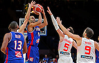 France's Tony Parker (L) vies with Spain's Rudy Fernandez and Felipe Reyes (R) during European championship semi-final basketball match between France and Spain on September 17, 2015 in Lille, France  (credit image & photo: Pedja Milosavljevic / STARSPORT)