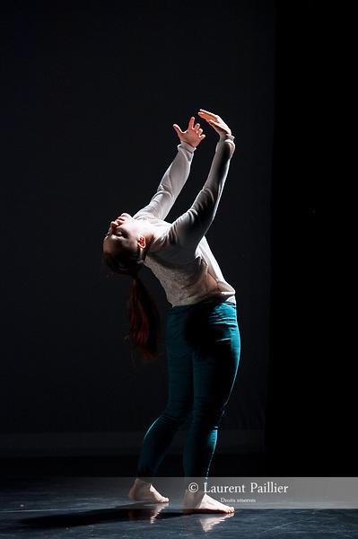La partie immergée de l'iceberg<br /> <br /> Chorégraphie Sonia Duchesne<br /> Avec Maxime Pliya et Gaëlle Hourdel<br /> Lumières Jean-Yves Desaint-Fuscien <br /> Projection d'extraits de L'Iceberg, réalisé par Fiona Gordon, Dominique Abel et Bruno Romy (produit par Courage Mon Amour Films et distribué par MK2)<br /> Compagnie Aère Sonia<br /> Cadre : Festival Suresnes Cités Danse 2018<br /> Date : 12/01/18<br /> Lieu : Théâtre Jean Vilar<br /> Ville : Suresnes