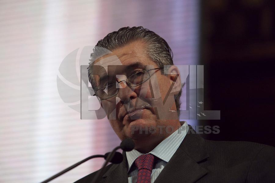 ATENÇÃO EDITOR: FOTO EMBARGADA PARA VEÍCULOS INTERNACIONAIS. SAO PAULO, SP, 11 SETEMBRO DE 2012 - CAMPANHA DOAR E LEGA E A VIDA E RECARREGAVEL DO TJSP - O Governador do Estado, Geraldo Alckmin, o Presidente da Assembleia Estadual, Dep. Barros Munhos e o Presidente do TJSP, Des. Ivan Ricardo Gariso Sartori, lancam nesta manha, 11, na sede do Poder Judiciario paulista, na  zona central da cidade, a camapanha Doar e Legal e a Vida e Recarregavael, a campanha foi idealizada pela esposa do Presidente do TJSP, Dra. Claudia Sartori e tera apoio de do colunista social Amaury Jr, para estimular a doacao de orgaos tanto pelos funcionarios do TJSP bem como a populacao em geral.Nesta foto, o presidente do TJSP, Des Ivan Sartori. FOTO RICARDO LOU - BRAZIL PHOTO PRESS