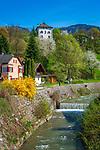 Oesterreich, Tirol, Unterinntal, Brixlegg: Eingang des Alpbachtals mit Schloss Lanegg   Austria, Tyrol, Brixlegg: at river Alpbach with castle Lanegg