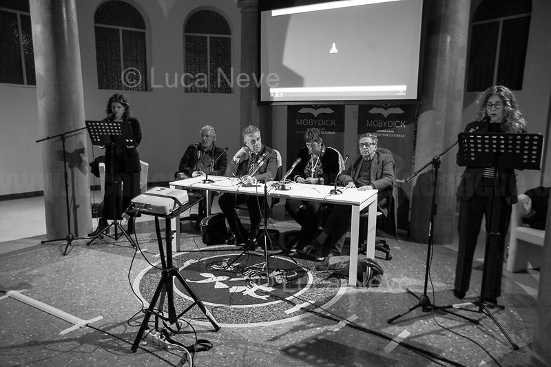 """(From L to R) Nappi, Bongiovanni, Di Matteo, Resta, Lodato, Natoli.<br /> <br /> Rome, 08/02/19. Moby Dick Library in Garbatella & Antimafia Duemila(2.) held the presentation of the book """"Il Patto Sporco"""" (The Dirty Pact. The Trial State-mafia in the Story [narrated] by his Protagonist, Chiarelettere,1.) hosted by the author of the book Saverio Lodato (Journalist & Author), Antonino 'Nino' Di Matteo (Protagonist of the book, Antimafia Magistrate of Palermo, member of the DNA - Antimafia & Antiterrorism National Directorate - who """"prosecuted the Italian State for conspiring with the Mafia in acts of murder & terror"""",3.4.5.6.) & Giorgio Bongiovanni (Editor of Antimafia Duemila). Chair of the event was Silvia Resta (Journalist & Author). Readers were: Bianca Nappi & Carlotta Natoli (both Actresses). From the back cover of the book: """"Let us ask ourselves why politics, institutions, culture, have needed the words of judges to finally begin to understand…A handful of magistrates and investigators have shown not to be afraid to prosecute the [Italian] State. Now others must do their part too"""" (Nino Di Matteo). """"In the pages of this book I wanted the magistrate, the man, the protagonist and the witness to speak about a trial destined to leave its mark"""" (Saverio Lodato). From the book online page: """"The attacks to Lima [politician], Falcone & Borsellino [Judges], the bombs in Milan, Florence, Rome, the murders of valiant police commissioners & officers of the carabinieri. The [Ita] State on its knees, its best men sacrificed. However, while the blood of the massacres was still running there were those who, precisely in the name of the State, dialogued and interacted with the enemy. The sentence of condemnation of Palermo [""""mafia-State negotiation"""" trial which is told in the book], against the opinion of many 'deniers', proved that the negotiation not only was there but did not avoid more blood. On the contrary, it provoked it""""(1.).<br /> Footnotes & links provided at 2nd & la"""
