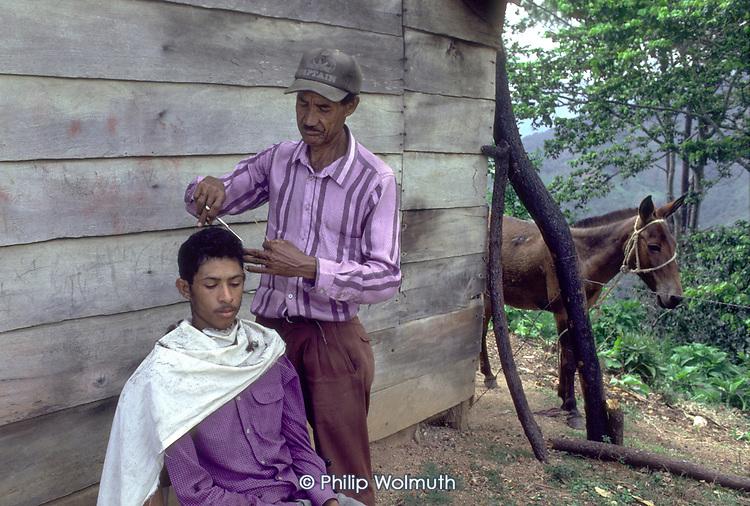 DOMINICAN REPUBLIC<br /> Cutting hair in the mountain village of Montesita