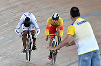 CALI – COLOMBIA – 19-02-2017: Fabian Puerta (Der.) de Colombia en la prueba de 200 metros Velocidad hombres en el Velodromo Alcides Nieto Patiño, sede de la III Valida de la Copa Mundo UCI de Pista de Cali 2017. / Fabian Puerta (L) from Colombia in the 200 meters Men´s Sprint Race at the Alcides Nieto Patiño Velodrome, home of the III Valid of the World Cup UCI de Cali Track 2017. Photo: VizzorImage / Luis Ramirez / Staff.