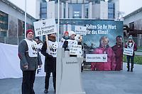Am Mittwoch den 3. Dezember 2014 protestierten Vertreter verschiedener Umweltverbaende wie Greenpeace, WWF, Mitglieder von Buergerinitiativen von Braunkohletagebau bedrohten Doerfern in Brandenburg und die Kampangnenorganisation campact vor dem Kanzleramt anlaesslich einer Kabinettssitzung zum Thema Kohle- und Umweltpolitik. Adressat des Protest waren hauptsaechlich Wirtschaftsminister Sigmar Gabriel und Kanzlerin Angela Merkel. Nach Meinung der Kundgebungsteilnehmer sei deren Politik zur Verringerung der Treibhausgasemissionen um 40 Prozent  im Vergleich zu 1990 viel zu zoegerlich gegenueber den Energiekonzernen.<br /> 3.12.2014, Berlin<br /> Copyright: Christian-Ditsch.de<br /> [Inhaltsveraendernde Manipulation des Fotos nur nach ausdruecklicher Genehmigung des Fotografen. Vereinbarungen ueber Abtretung von Persoenlichkeitsrechten/Model Release der abgebildeten Person/Personen liegen nicht vor. NO MODEL RELEASE! Nur fuer Redaktionelle Zwecke. Don't publish without copyright Christian-Ditsch.de, Veroeffentlichung nur mit Fotografennennung, sowie gegen Honorar, MwSt. und Beleg. Konto: I N G - D i B a, IBAN DE58500105175400192269, BIC INGDDEFFXXX, Kontakt: post@christian-ditsch.de<br /> Bei der Bearbeitung der Dateiinformationen darf die Urheberkennzeichnung in den EXIF- und  IPTC-Daten nicht entfernt werden, diese sind in digitalen Medien nach §95c UrhG rechtlich geschuetzt. Der Urhebervermerk wird gemaess §13 UrhG verlangt.]