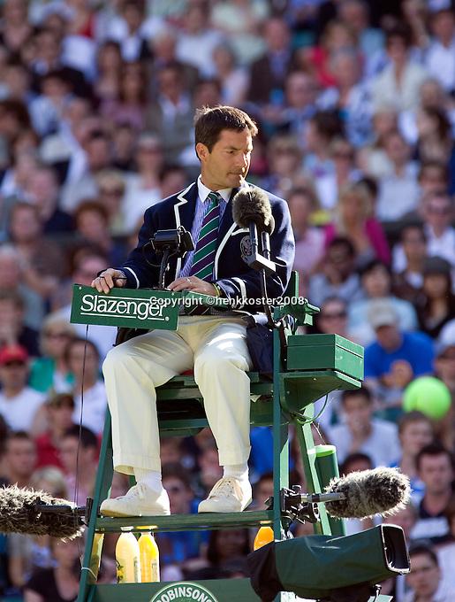 25-6-08, England, Wimbledon, Tennis, Umpire on Centercourt