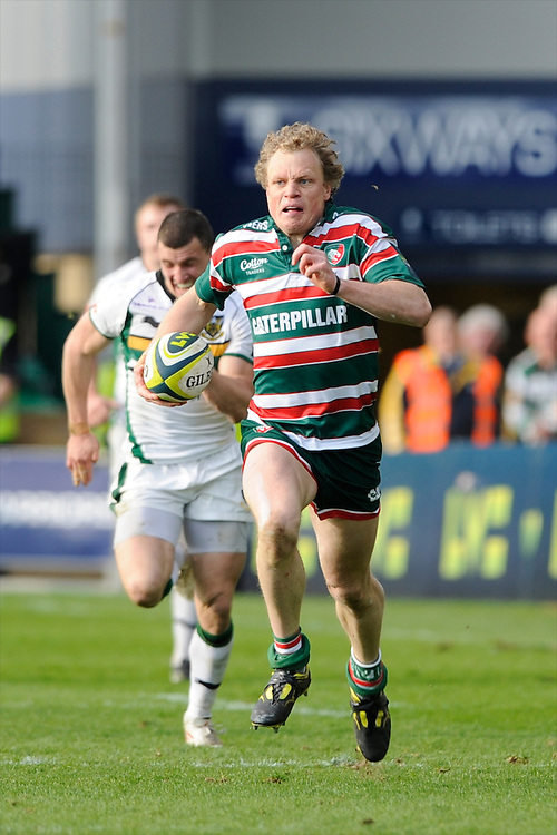 Scott Hamilton of Leicester Tigers breaks to score a try during the LV= Cup Final match between Leicester Tigers and Northampton Saints at Sixways Stadium, Worcester on Sunday 18 March 2012 (Photo by Rob Munro, Fotosports International)