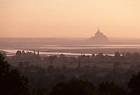 Europe/France/Normandie/Basse-Normandie/50/Manche/Env Saint-Michel-de-Montjoie: Le Mont Saint-Michel depuis Avranches