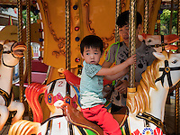 Karussel im Longtan Park in Peking, China, Asien<br /> Merry go round, Longtan -Park, Beijing, China, Asia