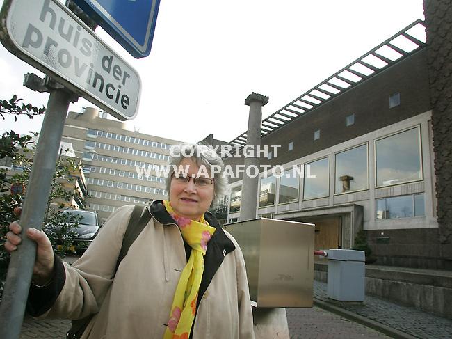 Arnhem, 140307<br /> Ex-statenlid voor Groenlinks, Floor Gimbel voor het Provinciehuis.<br /> Foto: Sjef Prins - APA Foto