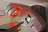Acelerador de fotons e eletrons e equipamento de radioterapia . Sao Paulo. 2011. Foto de Marcia Minillo.