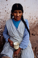 Amérique/Amérique du Sud/Pérou/Env d'Urubamba : Dégustation de la chicha la boisson nationale,