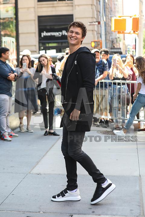 NEW YORK, EUA, 27.06.2017 - ANSEL-ELGORT - Ansel Elgort ator, cantor e DJ norte americano é visto no Soho na Ilha de Manhattan em New York nesta terça-feira, 27. (Foto: Vanessa Carvalho/Brazil Photo Press)