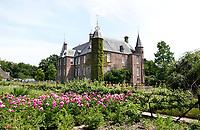 Nederland Oud-Zuilen - 2020. Slot Zuylen is een van de oudste kastelen aan de Vecht. Het Slot heeft een rijke familiegeschiedenis met invloedrijke bewoners, waarin vrouwen, zoals schrijfster Belle van Zuylen, een prominente rol spelen. Foto Berlinda van Dam / ANP / Hollandse Hoogte