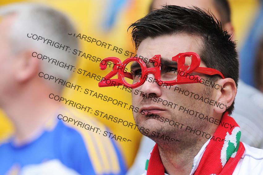 13.06.2012 LWOW - STADION ARENA LWOW ( LVIV UKRAINE STADIUM ARENA LVIV ) PILKA NOZNA ( FOOTBALL ) MISTRZOSTWA EUROPY W PILCE NOZNEJ UEFA EURO 2012 ( EUROPEAN CHAMPIONSHIPS UEFA EURO 2012 ) GRUPA B ( POOL B ) MECZ DANIA - PORTUGALIA ( GAME DENMARK - PORTUGAL ).NZ KIBIC PORTUGALIA.FOTO MICHAL STANCZYK / CYFRASPORT/NEWSPIX.PL.---.Newspix.pl