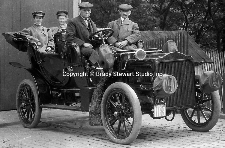 Product: Buick Model F<br /> Manufacturer: Buick Auto-Vim and Power Company,<br /> <br /> McKeesport PA: Friends of Brady Stewart ready for a ride in his new Buick Model F.