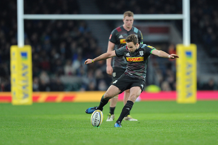 Ruaridh Jackson of Harlequins takes a penalty kick during the Aviva Premiership Rugby match between Harlequins and Gloucester Rugby at Twickenham Stadium on Tuesday 27th December 2016 (Photo by Rob Munro/Stewart Communications)