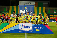 BUCARAMANGA - COLOMBIA, 26-10-2020: Jugadores de Bucaramanga posan para una foto previo al encuentro por la fecha 16 de la Liga BetPlay DIMAYOR I 2020 entre Atlético Bucaramanga y Cúcuta Deportivo jugado en el estadio Alfonso Lopez de la ciudad de Bucaramanga. / Players of Bucaramanga pose to a photo prior the match for the date 16 of the BetPlay DIMAYOR League I 2020 between Atletico Bucaramanga and Cucuta Deportivo played at the Alfonso Lopez stadium of Bucaramanga city. Photo: VizzorImage / Jaime Moreno / Cont