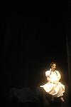 WALKING OSCAR<br /> Conception et direction, Thomas Hauert<br /> Composition musique et piano, Alejandro Petrasso<br /> Texte, Oscar van den Boogaard<br /> Voix, Stuart MacQuarrie<br /> Composition musique et ingénieur son, Bart Aga<br /> Bande sonore, Aliocha van der Avoort<br /> Conception lumières et scénographie, Jan Van Gijsel<br /> Costumes, OWN / Thierry Rondenet et Hervé Yvrenogeau<br /> Chorégraphie, danse, chant, texte et composition chanson, Thomas Hauert, Martin Kilvady, Sara Ludi, Chrysa Parkinson, Samantha van Wissen, Mat Voorter<br /> Compagnie : ZOO<br /> Lieu : Théâtre de la Ville : Paris<br /> Date : 27/11/2006<br /> © Laurent Paillier / photosdedanse.com