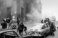 """- crashs between young people of the radical groups of left and police near Duomo square (Milan, February 1976)....- scontri fra giovani dei """"Circoli Giovanili"""" e polizia nei pressi di piazza del Duomo (Milano, febbraio 1976)"""