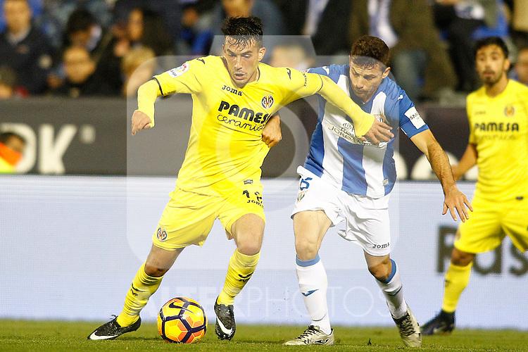 CD Leganes' Alberto Martin (r) and Villarreal CF's Nicola Sansone during La Liga match. December 3,2016. (ALTERPHOTOS/Acero)