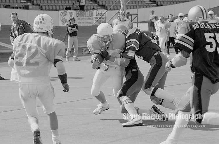 Pix: Shaun Flannery/shaunflanneryphotography.com...COPYRIGHT PICTURE>>SHAUN FLANNERY>01302-570814>>07778315553>>..2nd September 1990..British National Gridiron League (BNGL)..BNGL National Bowl, First Division Final..Saffron Lane Stadium, Leicester..Barracuda v Barnsley Bears.