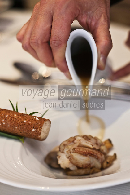 Europe/France/Bretagne/56/Morbihan/Lorient: Consommé d'étrilles à l'huître et ormeau, recette de Philippe Le Lay -  Restaurant: Henri & Joseph
