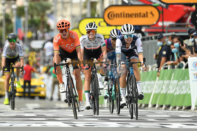 Elizabeth Deignan (GBR) Trek-Segafredo outsprints Marianne Vos (NED) CCC-LIV to win La Course By Le Tour de France 2020, running 96km from Nice to Nice, France. 29th August 2020.<br /> Picture: ASO/Alex Broadway | Cyclefile<br /> All photos usage must carry mandatory copyright credit (© Cyclefile | ASO/Alex Broadway)