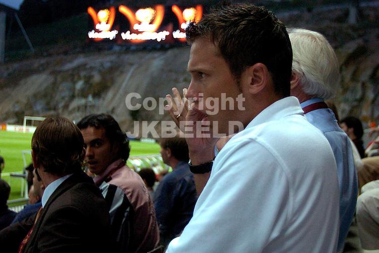 Nederland - Letland 3-0 Europees kampioenschap 2004 Portugal seizoen 2003-2004 23-06-2004  johnny heitinga op de tribune