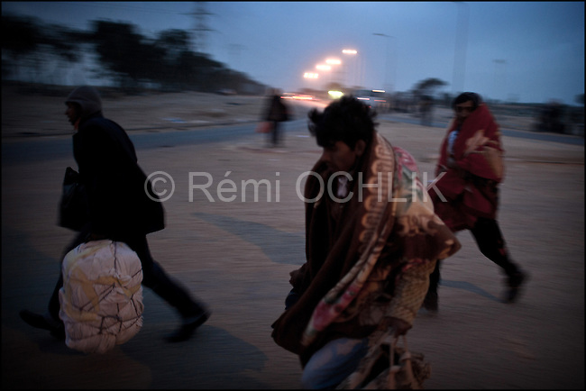 © Remi OCHLIK/IP3 - RA'AS AJADIR, Tunisia and Libyan border - March 5 --  Bangladeshis look at the stars and the moon in Choucha refugees camp...Bangladeshis were angry at their country's government for not doing more to get the refugees home. Most of the Bangladeshis appear to have arrived in Tunisia penniless because their Libyan employers did not pay them or because they were robbed on the way.