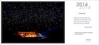 """Cerimônia do Kwarup na aldeia Kamaiurá, no Parque indígena Xingu.<br /> <br /> O Kwarup (nome do ritual na língua kamaiurá) é considerado o grande emblema do Alto Xingu e trata-se de uma cerimônia funerária, que envolve mitos de criação da humanidade, a classificação hierárquica nos grupos, a iniciação das jovens e as relações entre as aldeias. Ao longo dos meses que se seguem até o encerramento ocorrem, não necessariamente todos os dias, dois tipos de danças e o toque de longas flautas (uruá, na língua dos Kamaiurá), sempre retribuídos com oferecimento de alimentos pelos """"donos"""" do Kwarup. O foco de orientação dessas atividades rituais é sempre a cerca sobre a sepultura. No pátio da aldeia promotora do rito, cada falecido homenageado é representado por uma seção de tronco de cerca de dois metros. São de uma espécie vegetal que tem distintas denominações conforme as diferentes línguas xinguanas. Os Kamaiurá a chamam de Kwarup, a mesma madeira com que o herói mítico fez as mulheres que enviou para se casarem com o jaguar. Os troncos são colocados um ao lado do outro, de pé, embutidos em buracos de 50 cm de fundo. São pintados e ornamentados com adornos plumários e cintos masculinos. A única distinção entre os troncos que representam homens e os que representam mulheres é que os primeiros são guarnecidos com mechas de algodão não fiado. Também os homens comuns falecidos têm direito a ser representados por troncos, porém menos grossos e com ornamentação mais simples. Os espíritos dos mortos homenageados ficam junto aos troncos na última noite do rito e a isto se reduz a sua participação. Ao anoitecer, acendem-se fogueiras diante de cada tronco do Kwarup. Enquanto os moradores da aldeia anfitriã se revezam, velando os troncos e chorando os falecidos homenageados, os visitantes, cada acampamento por sua vez, entram na aldeia trazendo achas de pindaíba para remanejar as fogueiras, numa cena movimentada e tensa. Fonte: I"""