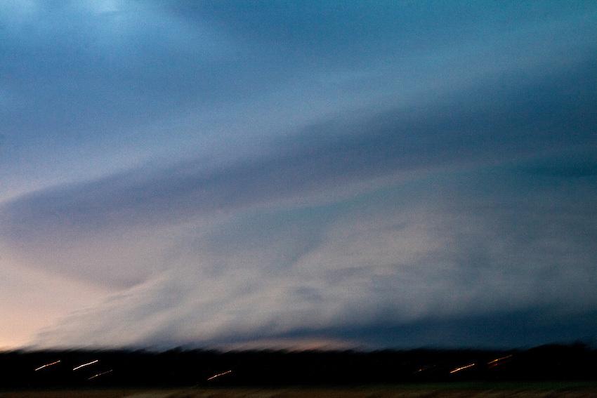 Europa, DEU, Deutschland, Nordrhein Westfalen, NRW, Rheinland, Niederrhein, Ruhrgebiet, Duisburg, Himmel, Gewitterfront, Unwetter, Kategorien und Themen, Wetter, Himmel, Wolken, Wolkenkunde, Wetterbeobachtung, Wetterelemente, Wetterlage, Wetterkunde, Witterung, Witterungsbedingungen, Wettererscheinungen, Meteorologie, Bauernregeln, Wettervorhersage, Wolkenfotografie, Wetterphaenomene, Wolkenklassifikation, Wolkenbilder, Wolkenfoto<br /> <br /> [Fuer die Nutzung gelten die jeweils gueltigen Allgemeinen Liefer-und Geschaeftsbedingungen. Nutzung nur gegen Verwendungsmeldung und Nachweis. Download der AGB unter http://www.image-box.com oder werden auf Anfrage zugesendet. Freigabe ist vorher erforderlich. Jede Nutzung des Fotos ist honorarpflichtig gemaess derzeit gueltiger MFM Liste - Kontakt, Uwe Schmid-Fotografie, Duisburg, Tel. (+49).2065.677997, <br /> archiv@image-box.com, www.image-box.com]