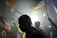 ARMENIA - COLOMBIA-28-06-2021. Hinchas del Quindío animan a su equipo durante el partido  de la Gran final ida entre Atlético Huila y Deportes Quindio como parte del Torneo BetPlay DIMAYOR I 2021 jugado en el estadio Guillermo Plazas Alcid de la ciudad de Neiva. / Fans of Quindío cheer for their team during the first leg grand final match between Atletico Huila and Deportes Quindio as a part of BetPlay DIMAYOR Tournament I 2021 played at Guillermo Plazas Alcid in Neiva city. Photo: VizzorImage / Santiago Castro / Cont