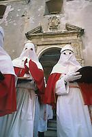 - traditional celebrations of the Easter, procession of Holy Friday in Enna....- celebrazioni tradizionali della Pasqua, processione del Venerdì Santo a Enna
