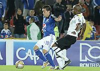 BOGOTA - COLOMBIA -15 -04-2015: Maximiliano Nuñez (Izq) jugador de Millonarios disputa el balón con Felipe Banguero (Der) jugador de Alianza Petrolera durante partido por la fecha 15 de la Liga Águila I 2015 jugado en el estadio Nemesio Camacho El Campín de la ciudad de Bogotá./ Maximiliano Nuñez (L) player of Millonarios fights for the ball with Felipe Banguero (R) player of Alianza Petrolera during the match for the 15th date of the Aguila League I 2015 played at Nemesio Camacho El Campin stadium in Bogotá city. Photo: VizzorImage / Gabriel Aponte / Staff.