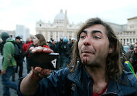 Un manifestante del movimento degli indignados ferito dopo lo sgombero effettuato dalle forze dell'ordine in Piazza San Pietro, Citta' del Vaticano, 14 gennaio 2012..A demostrator of the International Indignados reacts after being injured as police officers moved them out of St. Peter's square, at the Vatican, 14 january 2012. .UPDATE IMAGES PRESS/Riccardo De Luca