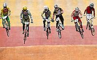 BOGOTA - COLOMBIA - 30-06-2013:  Se realiza en la Unidad Deportiva de El Salitre en la Pista Mario Soto la VI Y VII validas nacionales del Torneo de BMX, con la participación de mas  quinientos deportistas de las diferentes ligas del país, selectivo y preparatorio al Campeonato Mundial UCI BMX con sede en Nueva Zelandia (Foto:VizzorImage / Felipe Caicedo / Staff). takes place in Sports Unit El Salitre, on Track Mario Soto la VI and VII valid BMX National Tournament, with the participation of over five hundred athletes from the different leagues in the country, selective and preparatory to UCI BMX World Championships based in New Zealand  (Photo: VizzorImage / Felipe Caicedo. Photo: VizzorImage/ Felipe Caicedo/ STAFF