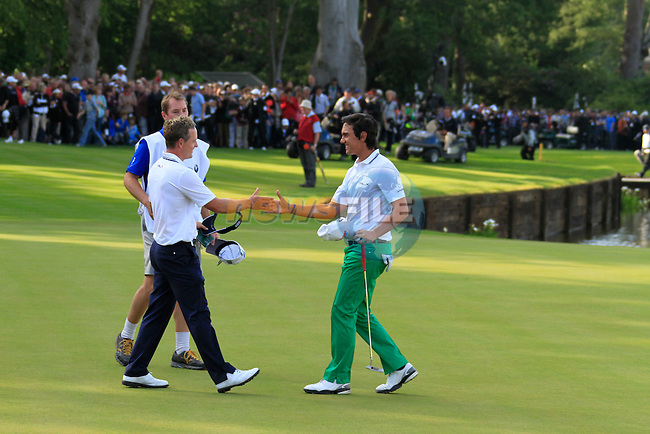 Luke Donald (ENG) finishes joint leader on -6 as he finishes his match with Matteo Manassero (ITA) on the 18th green during the last match of the Final Day of the BMW PGA Championship at Wentworth Club, Surrey, England, 29th May 2011. (Photo Eoin Clarke/Golffile 2011)