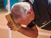 Etten-Leur, The Netherlands, August 23, 2016,  TC Etten, NVK, Henk Korteling (NED throws water on himself<br /> Photo: Tennisimages/Henk Koster