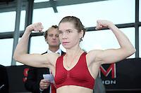 Herausfordererin Oksana Romanova (Kiew) auf der Waage