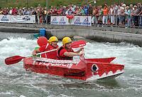 Best of Pappbootrennen 2013 im Kanupark Markkleeberg anlässlich des Wasserfest 2013 - Team Red Tomato . Foto: Norman Rembarz