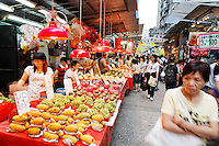 Vendors selling fresh fruit in Ladies Market, Mong Kok, Kowloon, Hong Kong SAR, People's Repbulic of China, Asia