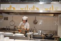 - Eataly, market for the sale of quality Italian food, kitchen of restaurant<br /> <br /> - Eataly, market per la vendita del cibo italiano di qualità, cucina del ristorante